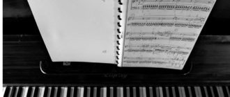 играть на фортепиано